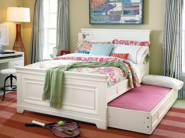 Smartstuff by Universal Classics 4.0 Bedroom Collection in Summer White Finish-6871