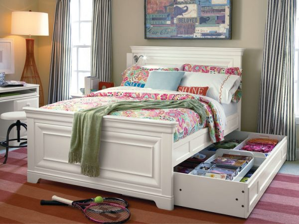 Smartstuff by Universal Classics 4.0 Bedroom Collection in Summer White Finish-6872