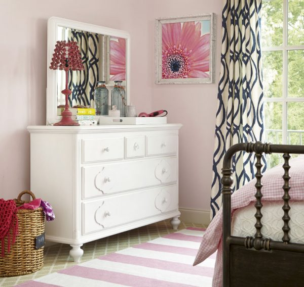 Smartstuff by Universal Black and White Bedroom Collection in White Finish-6818