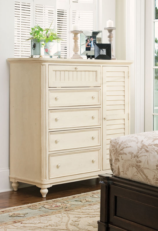 Universal Furniture Paula Deen Home Bedroom Collection with Steel Magnolia Bed-7184