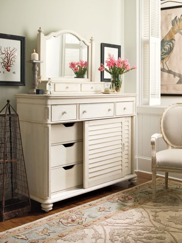 Universal Furniture Paula Deen Home Bedroom Collection with Steel Magnolia Bed-7177