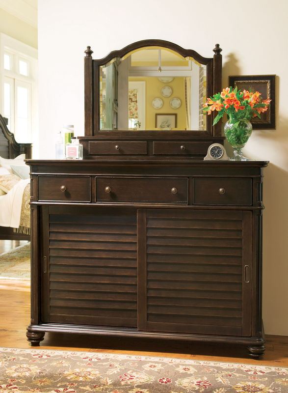 Universal Furniture Paula Deen Home Bedroom with Day Bed in Tobacco Finish-7201