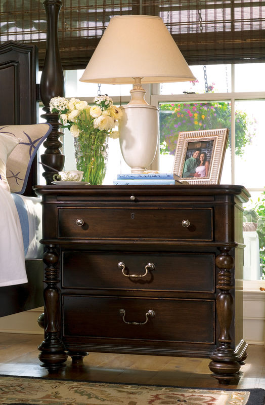 Universal Furniture Paula Deen Home Bedroom with Day Bed in Tobacco Finish-7200