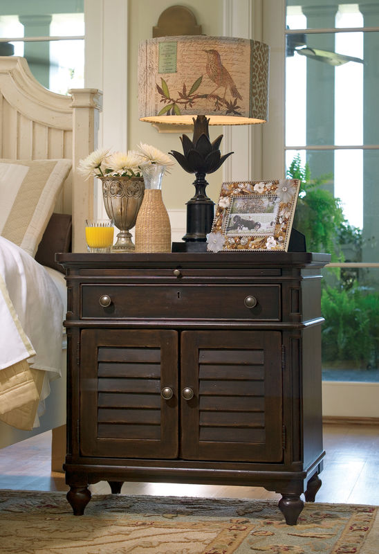 Universal Furniture Paula Deen Home Bedroom with Day Bed in Tobacco Finish-7202