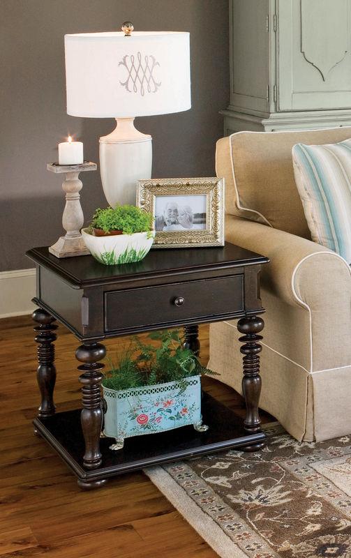 Universal Furniture Paula Deen Home Accent Furniture in Tobacco Finish-7685